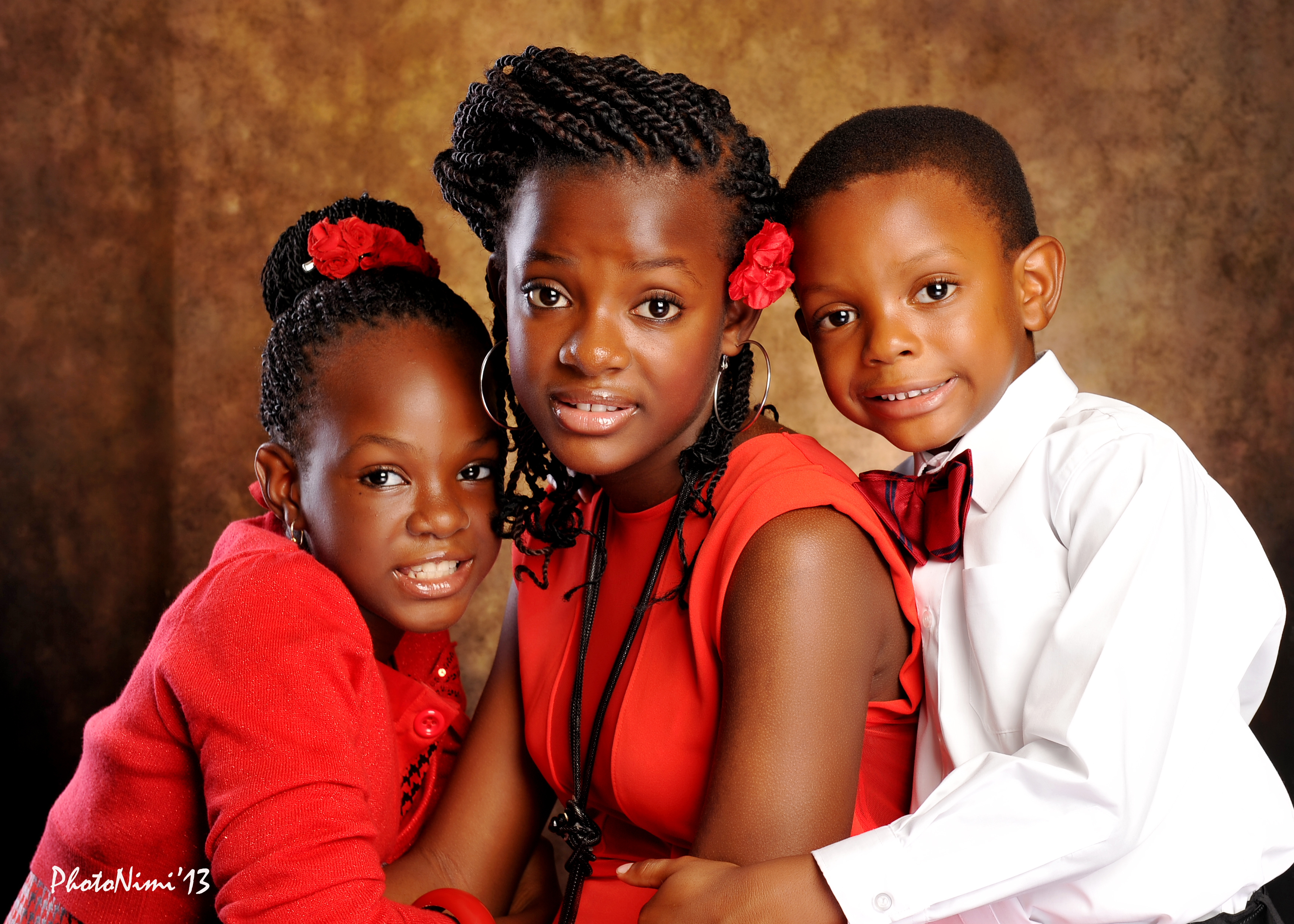 lovely children in white and red, photonimi