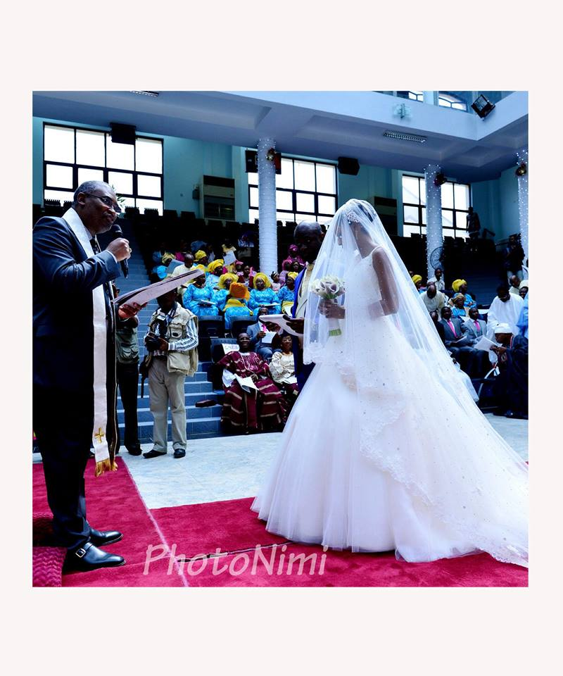 at the altar, wedding vows, bride and groom, photonimi