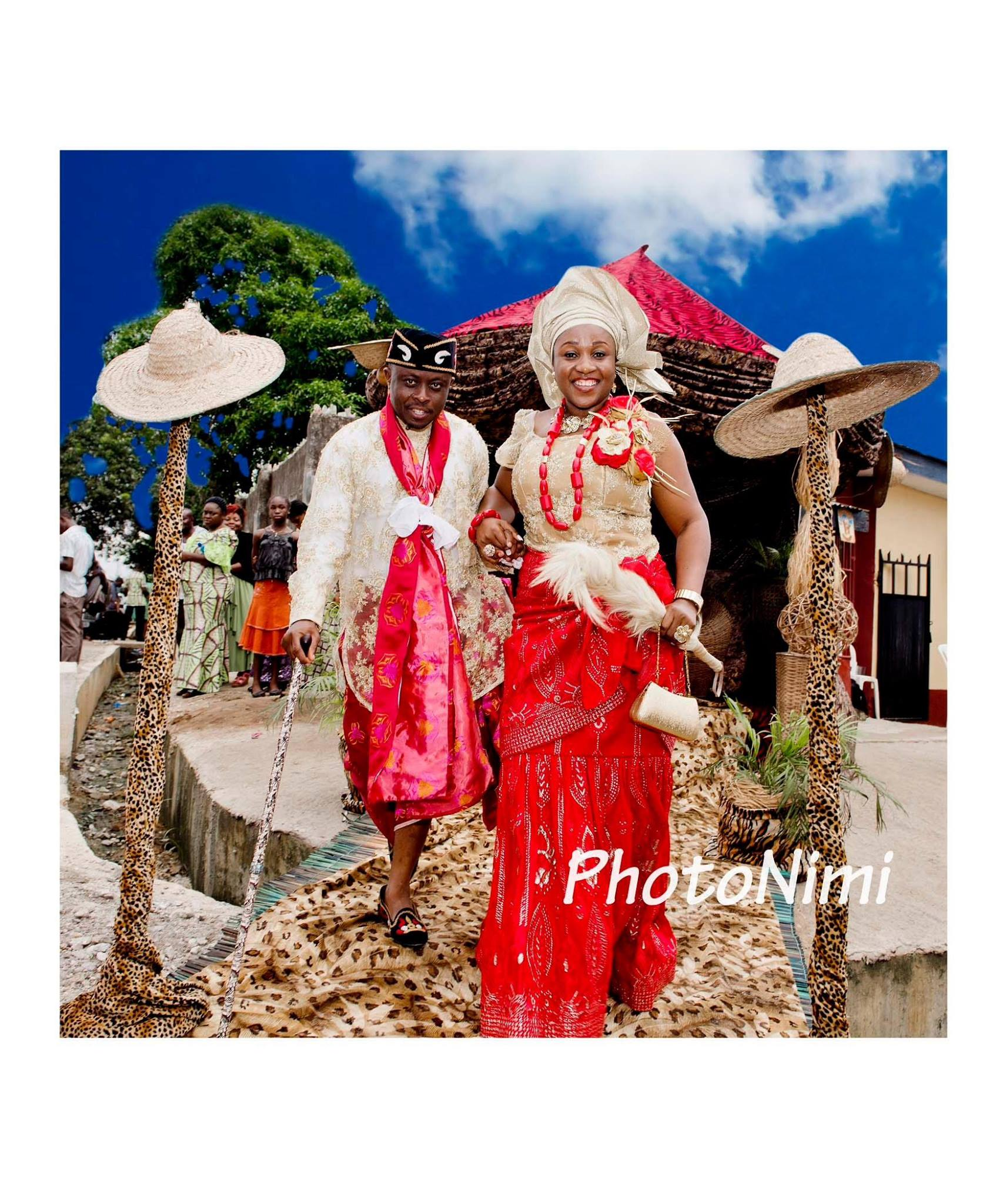 bride and groom in traditional wedding attire, photonimi